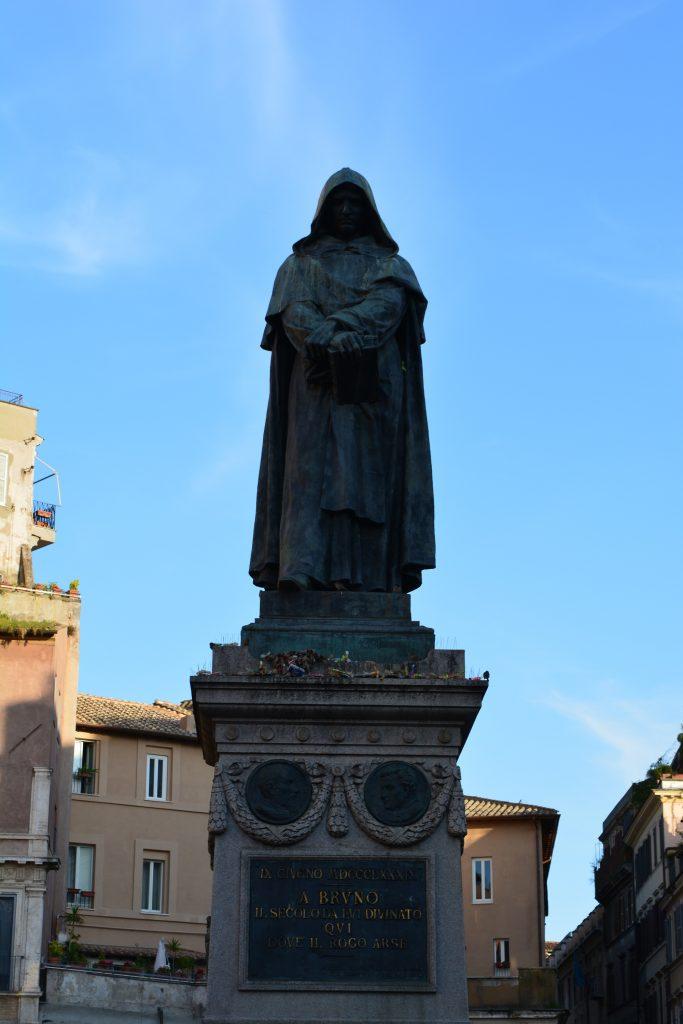 Паметникът на Джордано Бруно в Рим. Снимка: Милена Кичашка